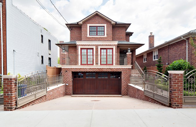 f11f91326ff04d Astoria House Sells For Record High Price  Realtor