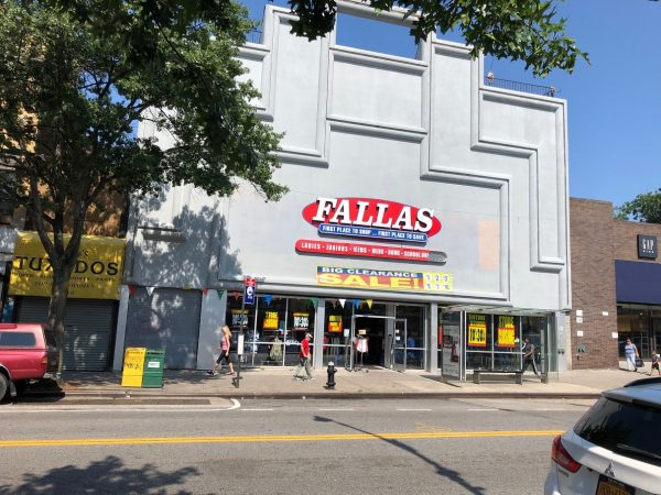 779944060e6 Two Large Retail Stores are Closing on Steinway Street